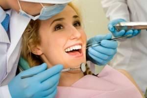Odontología preventiva Valencia - Paciente haciendo una revisión