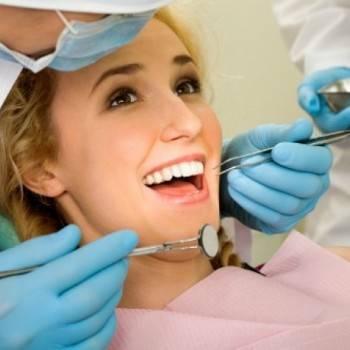 Odontologia preventiva Valencia - Paciente haciendo una revisión